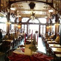 Foto tirada no(a) Majestic Café por Elena K. em 6/1/2013