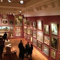 Foto tirada no(a) Art Gallery of Ontario por Adri C. em 1/10/2013