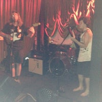 รูปภาพถ่ายที่ Green Room Athens โดย Royalle W. เมื่อ 6/21/2014