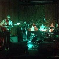 รูปภาพถ่ายที่ Green Room Athens โดย Royalle W. เมื่อ 3/2/2014