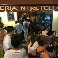 Photo prise au 'Ntretella - Pizzeria Friggitoria par Nikita F. le8/21/2018