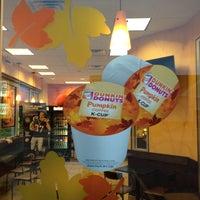 10/5/2013 tarihinde Kevin V.ziyaretçi tarafından Dunkin Donuts'de çekilen fotoğraf