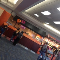 Das Foto wurde bei Dunkin' Donuts von Kevin V. am 8/17/2013 aufgenommen