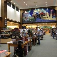 Foto scattata a Barnes & Noble da Euni M. il 12/23/2012