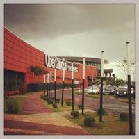 Foto tirada no(a) Uberlândia Shopping por Alan L. em 12/18/2012