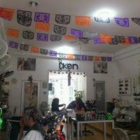 Foto tirada no(a) IKEN LAS FLORES por Infame R. em 11/1/2012