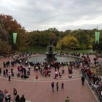 Foto scattata a Bethesda Fountain da James W. il 10/27/2012