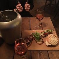 Foto scattata a Ruby Wine Bar da Polina S. il 2/12/2016