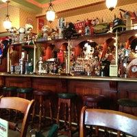 Снимок сделан в Churchill's Pub пользователем Dmitry M. 4/20/2013