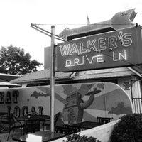 Das Foto wurde bei Walker's Drive In von Glenn D. am 7/23/2014 aufgenommen