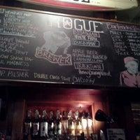 Foto scattata a Rogue Ales Public House & Distillery da Victoria C. il 12/9/2012