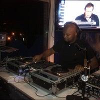 Das Foto wurde bei Indigo Bar & Lounge von Aldra M. am 7/25/2013 aufgenommen