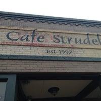Foto tomada en Cafe Strudel por Tracy G. el 9/30/2012
