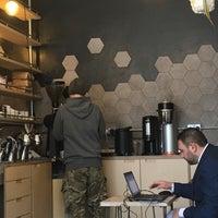 Foto tomada en MacIntyre Coffee por Terezka B. el 3/19/2018