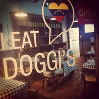 3/19/2013 tarihinde Daniela M.ziyaretçi tarafından Doggi's Arepa Bar'de çekilen fotoğraf