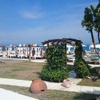 รูปภาพถ่ายที่ Playa Miguel Beach Club โดย Luis T. เมื่อ 4/18/2015