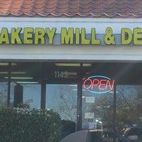 Foto tirada no(a) Bakery Mill & Deli por Vicky K. em 2/17/2013