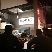 Foto tirada no(a) Z Deli Sandwich Shop por Octávio C. em 5/28/2014