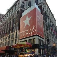 รูปภาพถ่ายที่ Macy's โดย Brian D. เมื่อ 7/19/2013