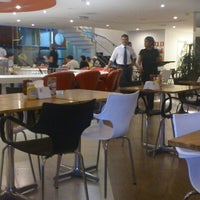 Foto tirada no(a) Wow Burger por Israel L. em 11/4/2012