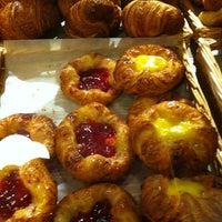 รูปภาพถ่ายที่ Borderon Eric Artisan Pâtissier Boulanger โดย Samantha B. เมื่อ 3/1/2013
