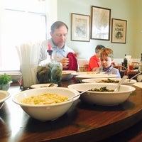 Foto diambil di Walnut Hills Restaurant & Round Table oleh amy f. pada 6/5/2016