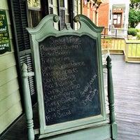 Foto diambil di Walnut Hills Restaurant & Round Table oleh amy f. pada 9/28/2014
