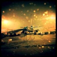 12/14/2012 tarihinde Eric D.ziyaretçi tarafından Aeroporto di Milano Linate (LIN)'de çekilen fotoğraf