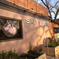 Foto scattata a Salty Sow da Rachelle K. il 2/25/2013