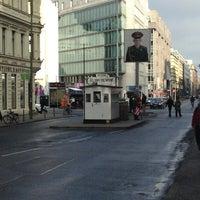 Das Foto wurde bei Checkpoint Charlie von Kenken am 2/21/2013 aufgenommen