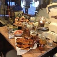 12/14/2012 tarihinde Antoni A.ziyaretçi tarafından SIS. Deli + Café'de çekilen fotoğraf