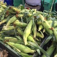 Das Foto wurde bei Inwood Farmers Market von Kelani C. am 8/22/2015 aufgenommen