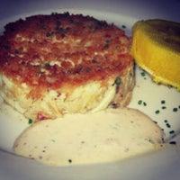 รูปภาพถ่ายที่ Eddie V's Prime Seafood โดย Terrence H. เมื่อ 7/18/2013