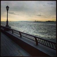 Photo prise au Battery Park City Esplanade par Koen B. le1/4/2013