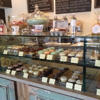 Photo prise au Bird Bakery par Iliana D. le11/19/2012