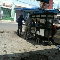 Foto scattata a Sate Ayam Cak Abah da Ratih M. il 11/27/2012