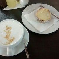 Photo prise au Café Batlle par Paulina C. le2/26/2016