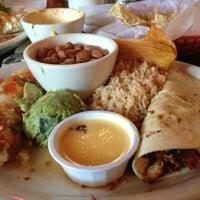 รูปภาพถ่ายที่ Guero's Taco Bar โดย Jen K. เมื่อ 10/14/2012