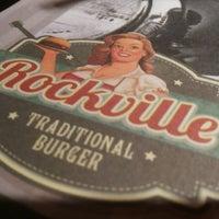 Foto tirada no(a) Rockville Traditional Burguer por Vanessa G. em 7/18/2013