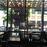 Das Foto wurde bei Argent Restaurant & Raw Bar von Rafael F. am 5/30/2013 aufgenommen