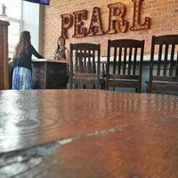 6/9/2013 tarihinde Provocationziyaretçi tarafından Pearl Raw Bar'de çekilen fotoğraf