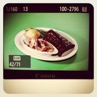 Photo prise au Iron Grill Barbecue and Brew par James D. le3/28/2013