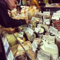 Foto scattata a Pastoral Artisan Cheese, Bread & Wine da Oliva il 12/29/2012