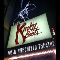 Снимок сделан в Kinky Boots at the Al Hirschfeld Theatre пользователем Stevie V. 7/4/2013