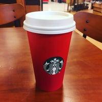 Das Foto wurde bei Starbucks von Neville E. am 11/2/2015 aufgenommen