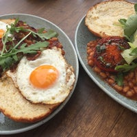 Foto scattata a Leroy Bar & Café da foodie-on-the-road.blogspot.com a. il 7/7/2017