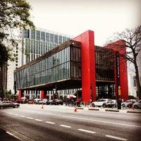 Foto scattata a Museu de Arte de São Paulo (MASP) da Thiago . il 5/30/2013