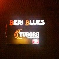 3/21/2013 tarihinde hüLLa ✌️ziyaretçi tarafından Beri Blues'de çekilen fotoğraf