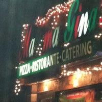 Foto tirada no(a) Mama Gina's Italian Restaurant & Pizzeria por Lisa S. em 3/2/2013