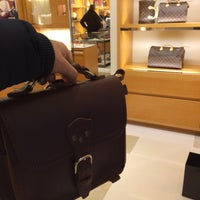 รูปภาพถ่ายที่ Louis Vuitton โดย Abdulaziz 86 เมื่อ 12/28/2014